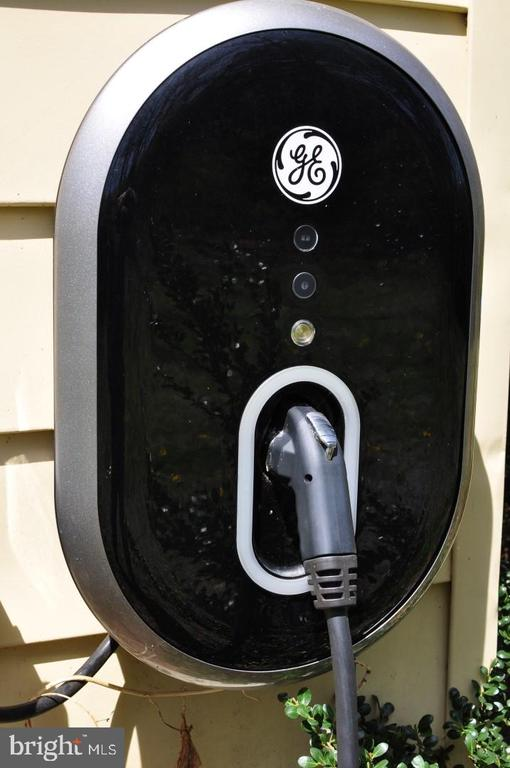 ELECTRIC CAR CHARGER - 10215 HUNTER VALLEY RD, VIENNA
