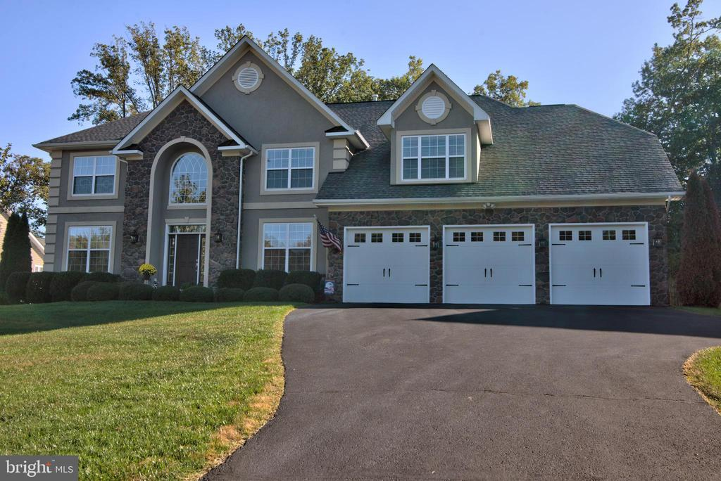 38 Presidential Lane with 7,000 total square feet. - 38 PRESIDENTIAL LN, STAFFORD