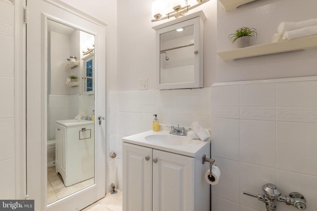 Bathroom - 3900 CONNECTICUT AVE NW #102G, WASHINGTON