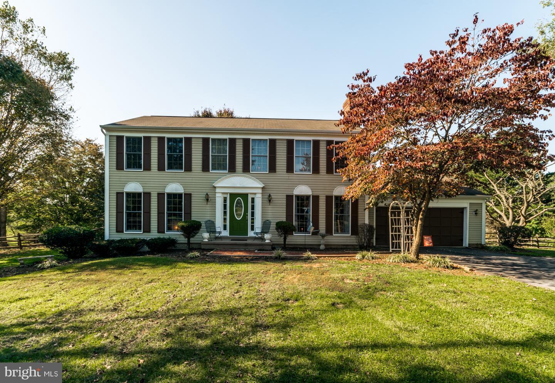 Single Family Homes 为 销售 在 Shenandoah Junction, 西弗吉尼亚州 25442 美国