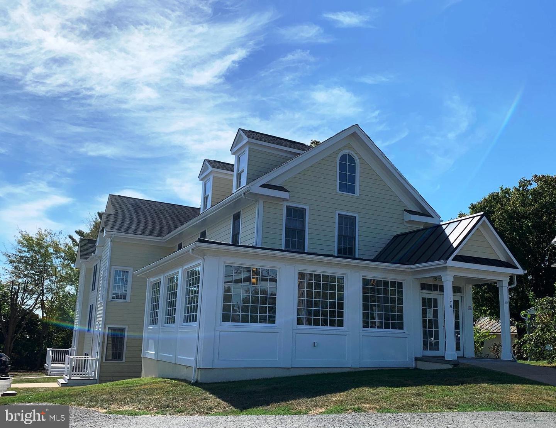Single Family Homes voor Huren op 170 W MAIN Street Purcellville, Virginia 20132 Verenigde Staten