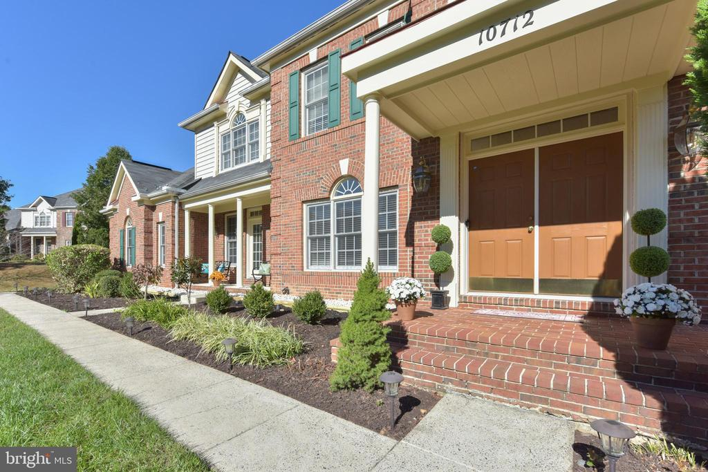 Inviting curb appeal - 10712 OX CROFT CT, FAIRFAX STATION