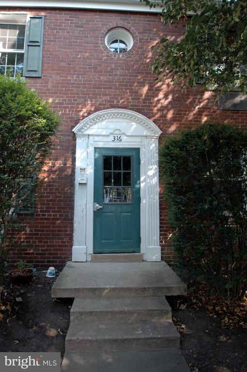Front Entrance - 316 ASHBY ST #D, ALEXANDRIA