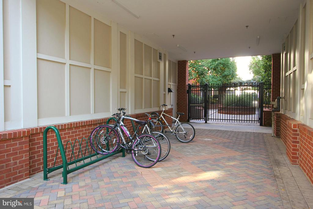 Private courtyards with bike racks. - 2665 PROSPERITY AVE #429, FAIRFAX