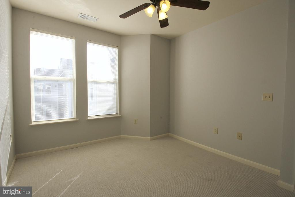 Comfy carpet and ceiling fan! - 2665 PROSPERITY AVE #429, FAIRFAX