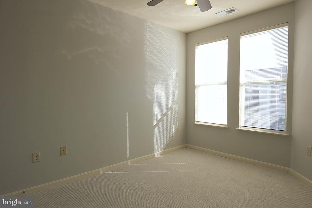 2nd sunny bedroom! - 2665 PROSPERITY AVE #429, FAIRFAX