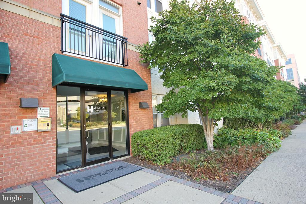 Entrance with mail boxes! - 2665 PROSPERITY AVE #429, FAIRFAX