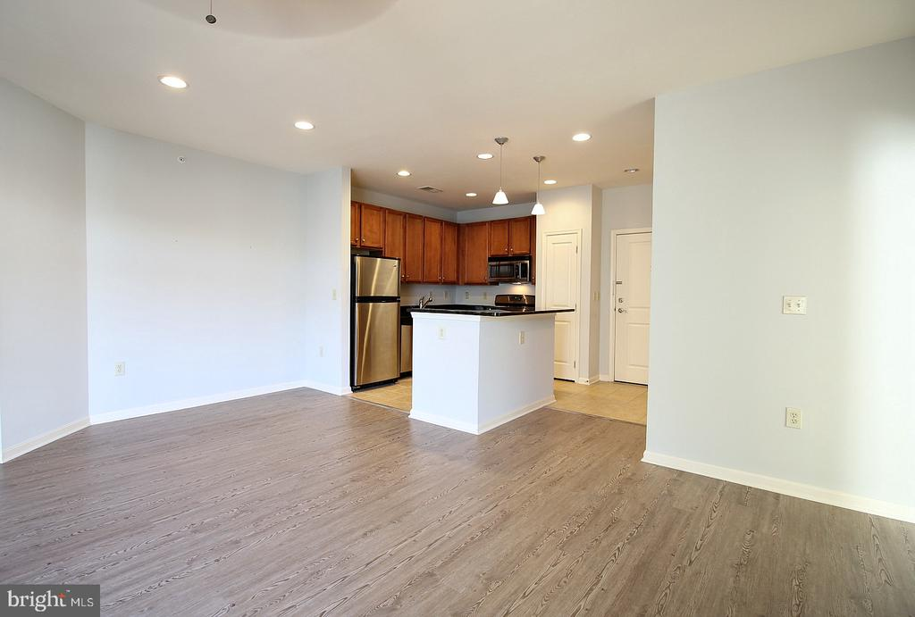 Open floor plan! - 2665 PROSPERITY AVE #429, FAIRFAX
