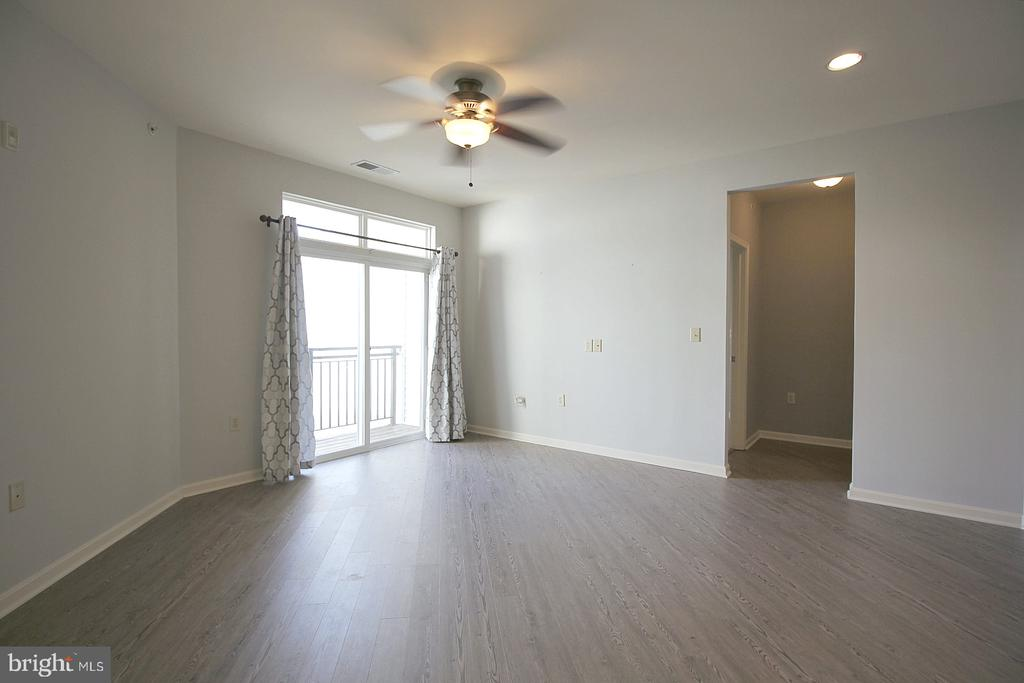 Living room with recessed lighting and fan! - 2665 PROSPERITY AVE #429, FAIRFAX