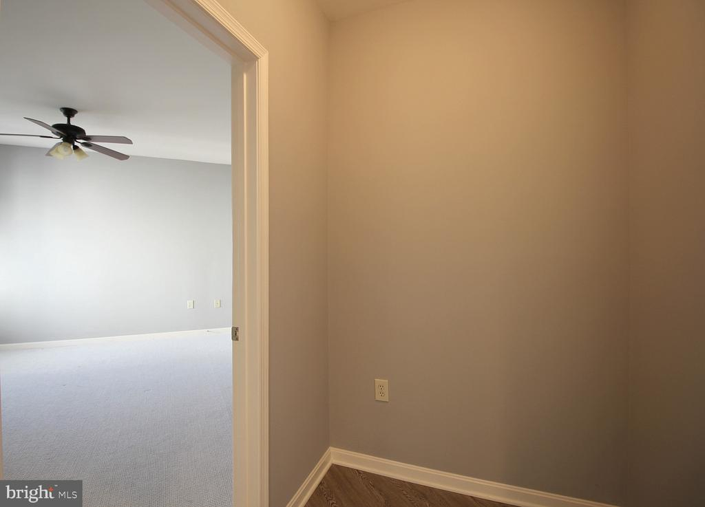 Mast entry hall nook! - 2665 PROSPERITY AVE #429, FAIRFAX