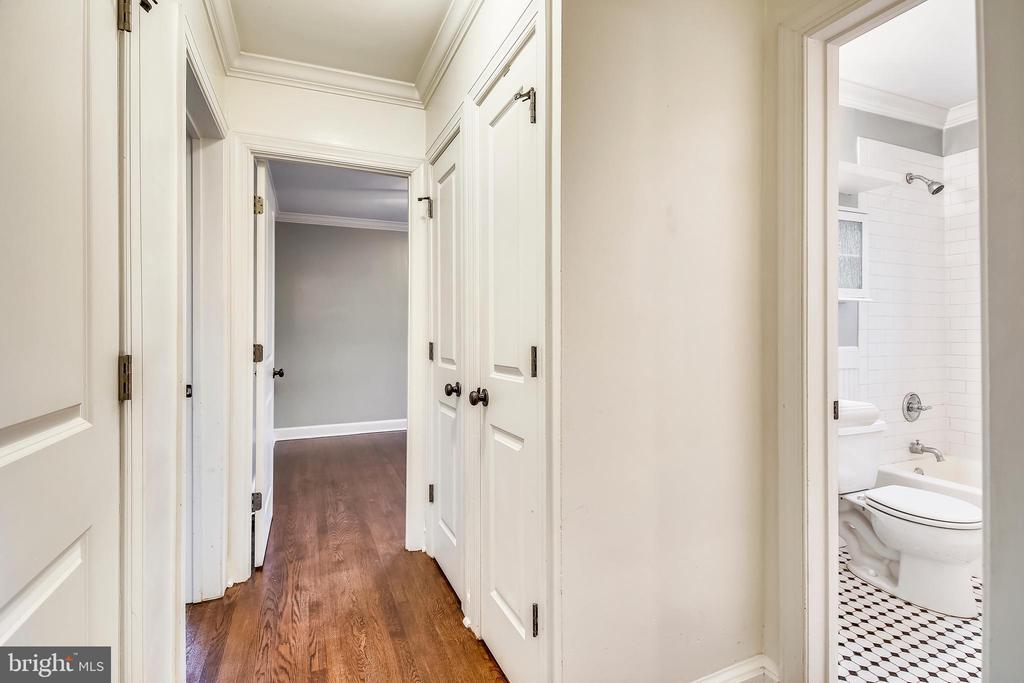 Main Hallway - 820-A S WASHINGTON ST #329, ALEXANDRIA