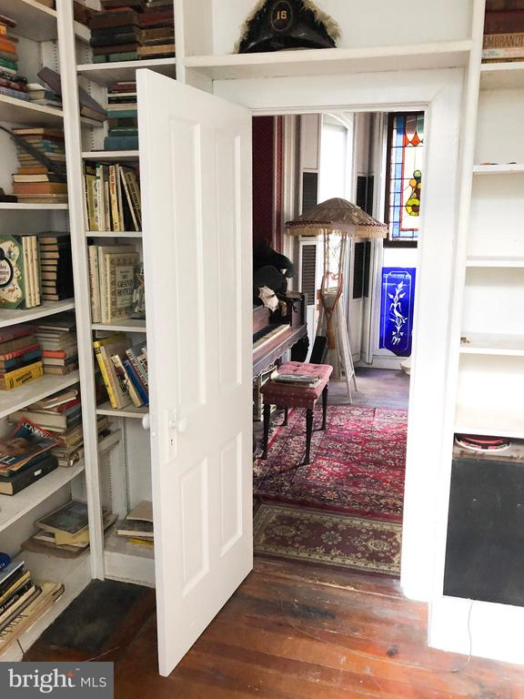 Library/Main level bedroom with antique Murphy Bed - 210 N KING ST, LEESBURG