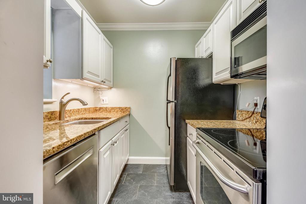 Kitchen - 820-A S WASHINGTON ST #329, ALEXANDRIA