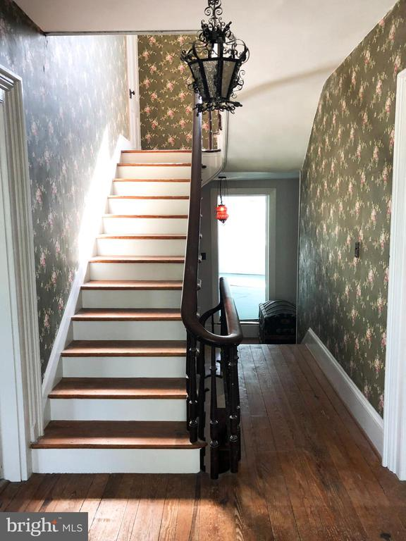 2nd level landing and stairs - 210 N KING ST, LEESBURG