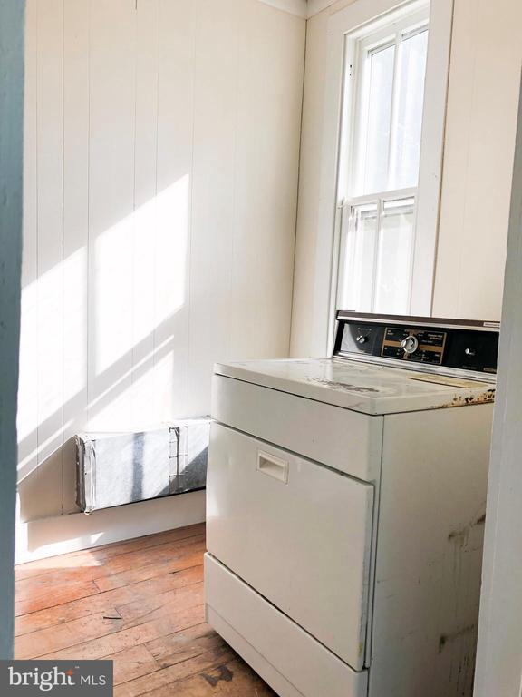 UPPER LEVEL WASHER AND DRYER!! - 210 N KING ST, LEESBURG