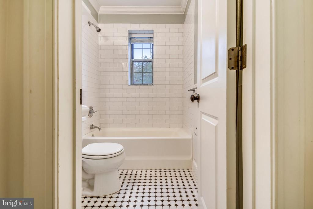 Bathroom - 820-A S WASHINGTON ST #329, ALEXANDRIA