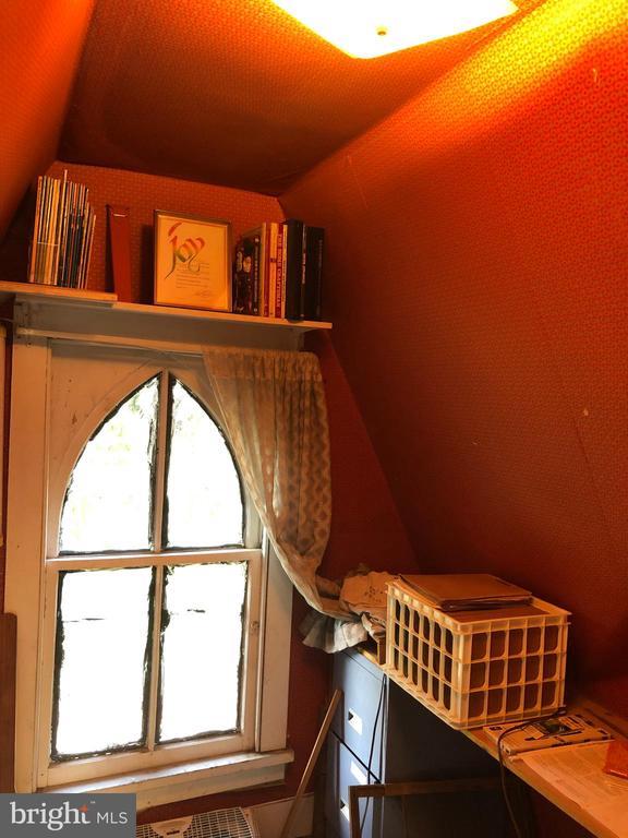 Quiet 3rd story hobby room - 210 N KING ST, LEESBURG