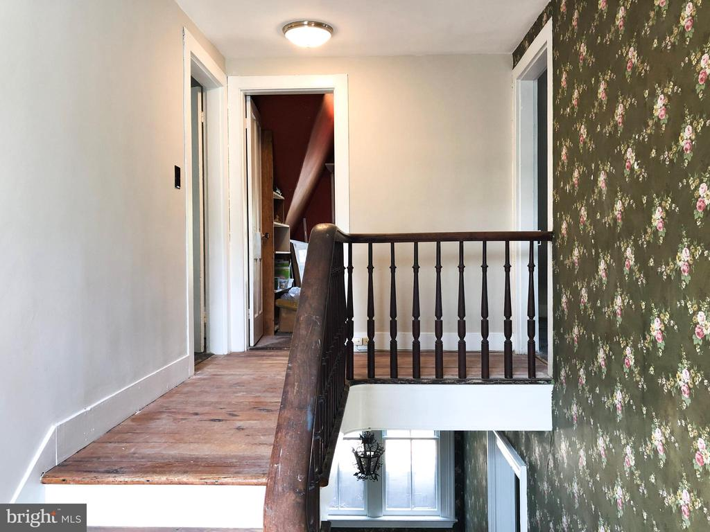 Stairs and landing to 3rd level - 210 N KING ST, LEESBURG