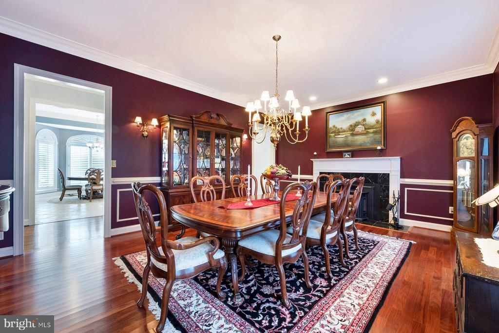 Formal dining room with Brazilian cherry floors - 3057 RUNDELAC RD, ANNAPOLIS
