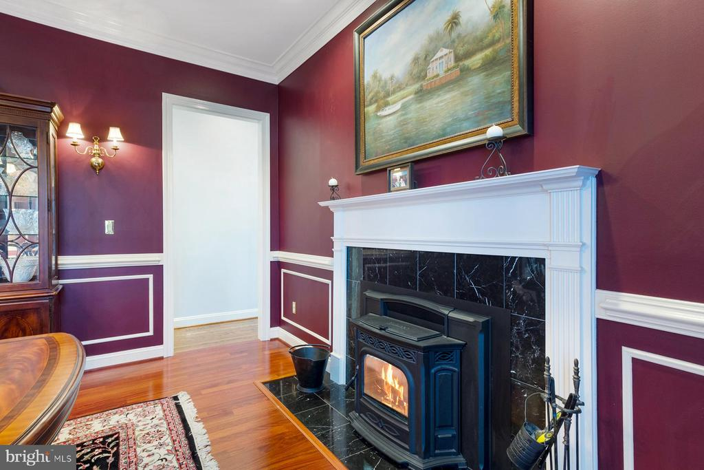 Formal dining room has a cozy pellet stove - 3057 RUNDELAC RD, ANNAPOLIS