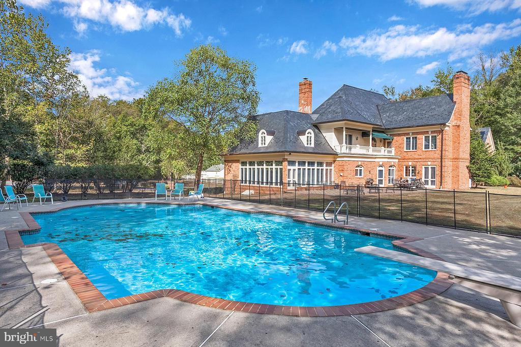 In-ground pool for an at-home getaway - 3057 RUNDELAC RD, ANNAPOLIS