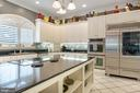 Kitchen has ample preparation space for meals - 3057 RUNDELAC RD, ANNAPOLIS