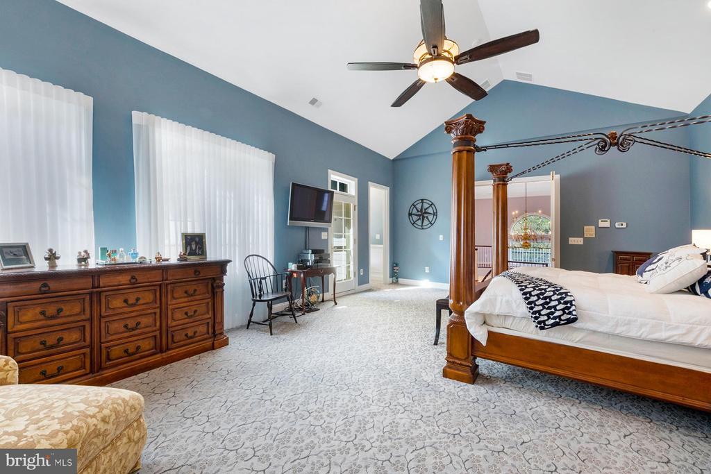 Master suite has wonderful light - 3057 RUNDELAC RD, ANNAPOLIS