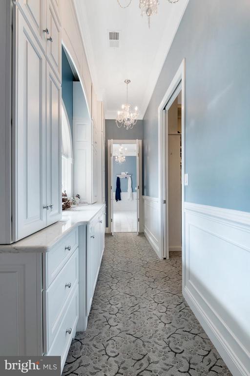 Master suite dressing area has abundant storage - 3057 RUNDELAC RD, ANNAPOLIS