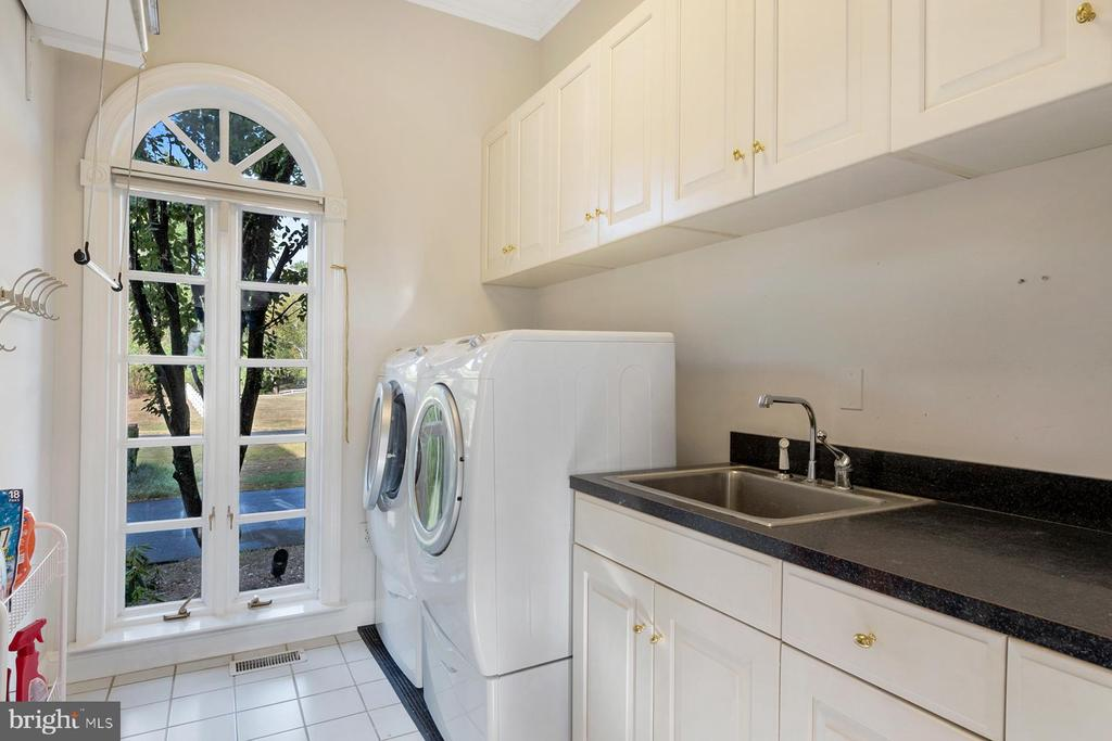 Laundry center on the main level - 3057 RUNDELAC RD, ANNAPOLIS
