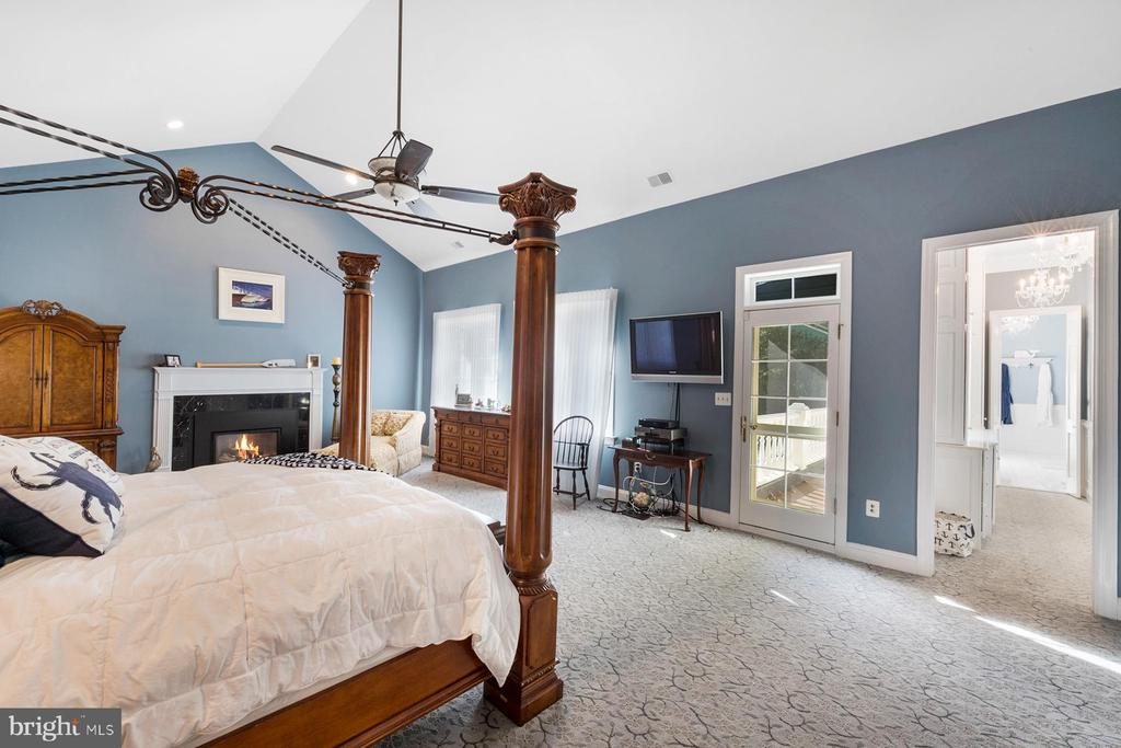 Master suite features a cathedral ceiling - 3057 RUNDELAC RD, ANNAPOLIS