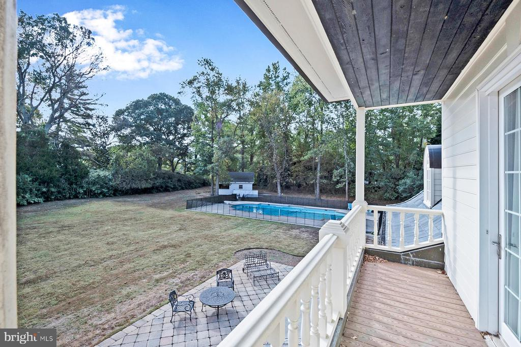 The master balcony runs the length of the suite - 3057 RUNDELAC RD, ANNAPOLIS