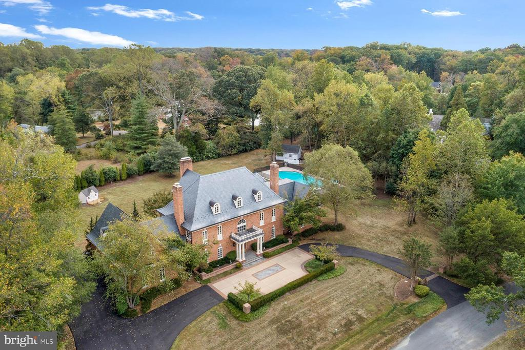 Aerial view of this lovely waterfront home - 3057 RUNDELAC RD, ANNAPOLIS