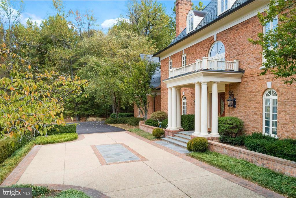Front of the home with the stone drive and columns - 3057 RUNDELAC RD, ANNAPOLIS