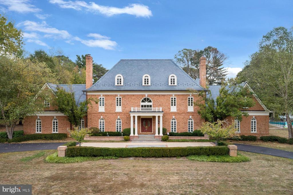 Front view of this elegant home - 3057 RUNDELAC RD, ANNAPOLIS