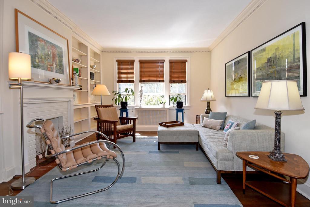 Spacious Living Room with custom shelving - 3041 SEDGWICK ST NW #503-D, WASHINGTON