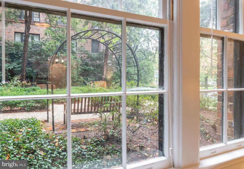 Serene Garden Views - 3900 CONNECTICUT AVE NW #102G, WASHINGTON