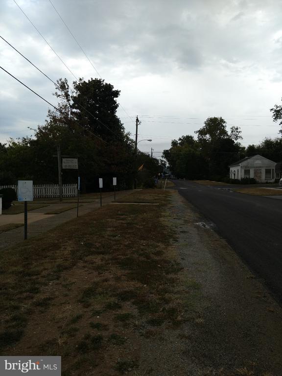 - 708 WATER STREET, PORT ROYAL