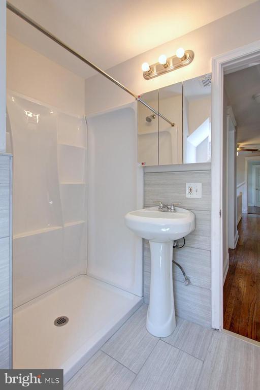 Upper level bathroom 3 - 6612 BALTIMORE AVE, UNIVERSITY PARK