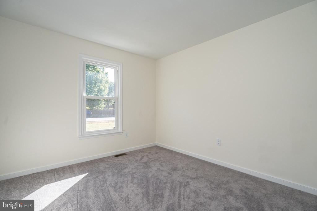 Bedroom with Bright Natural Light - 14 BRYANT BLVD, STAFFORD