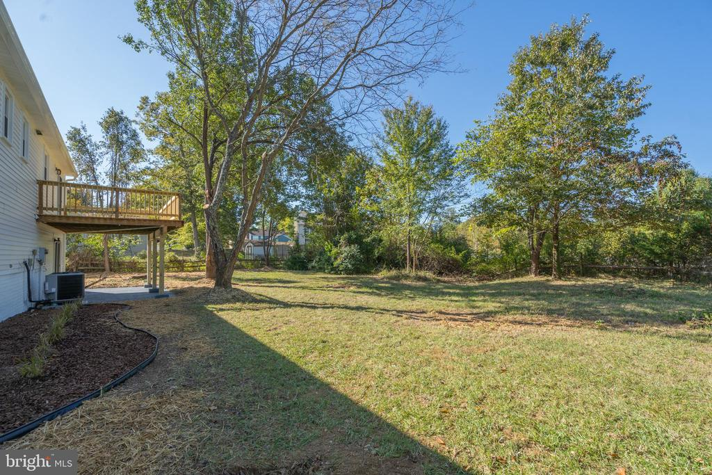 Fantastic, Private Backyard with Deck - 14 BRYANT BLVD, STAFFORD
