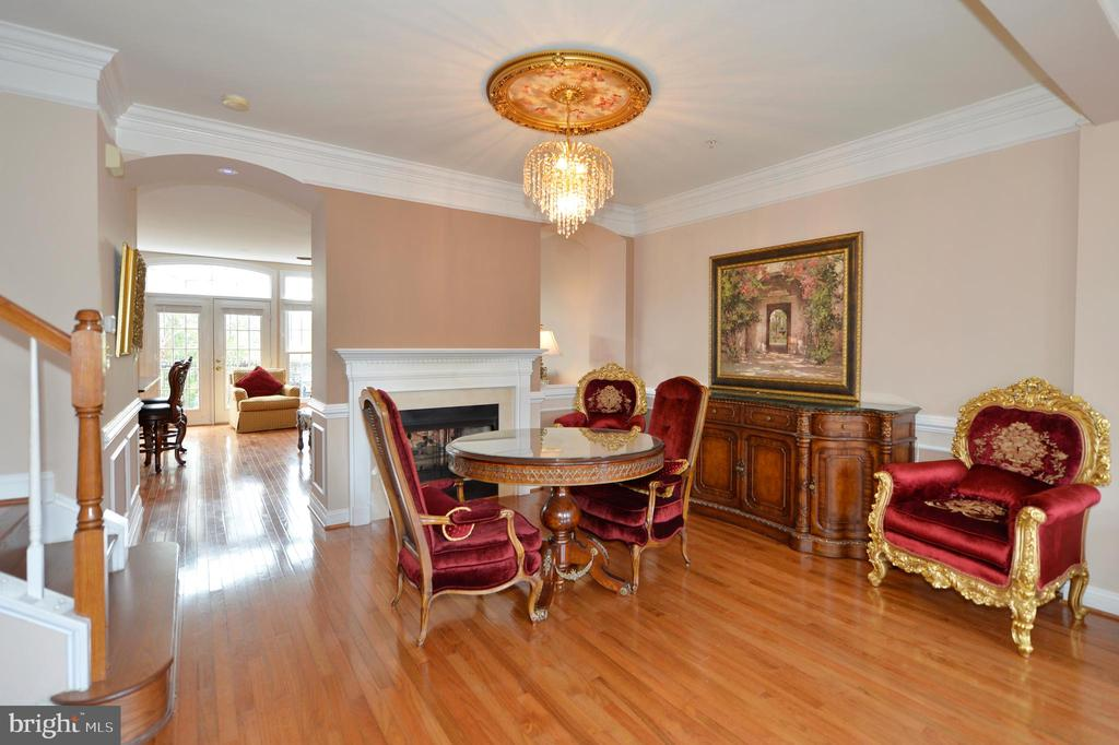Traditional Dining Room with 2 Sided Gas Fireplace - 43809 BENT CREEK TER, LEESBURG
