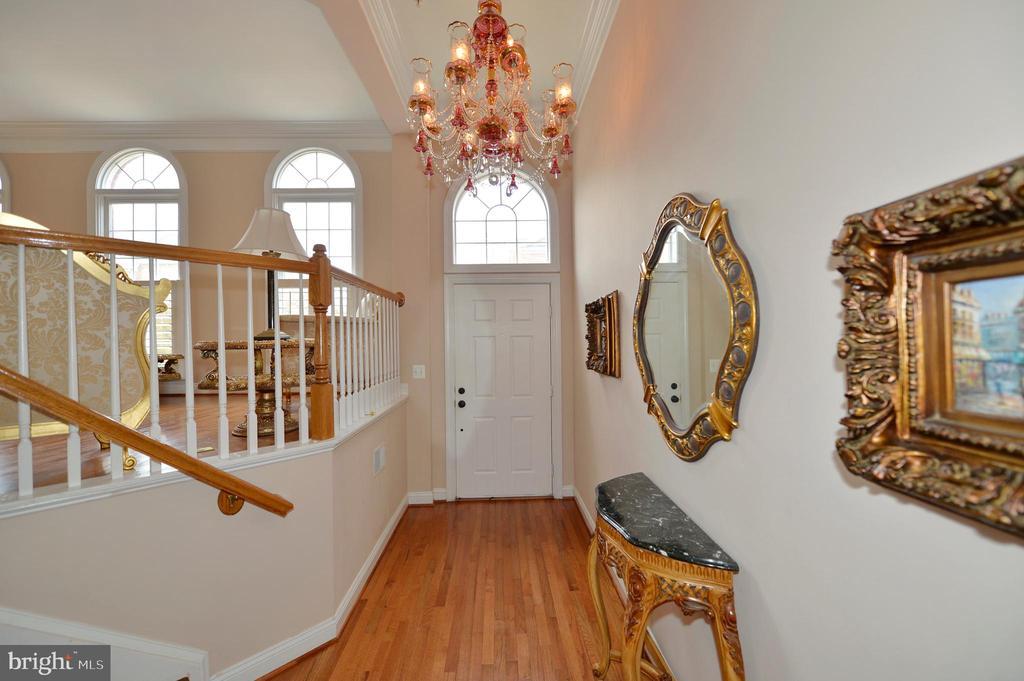 Lovely Entry Foyer - 43809 BENT CREEK TER, LEESBURG