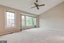 Large master w/high ceilings and walk-in closet - 21825 FORMOSA SQ, STERLING