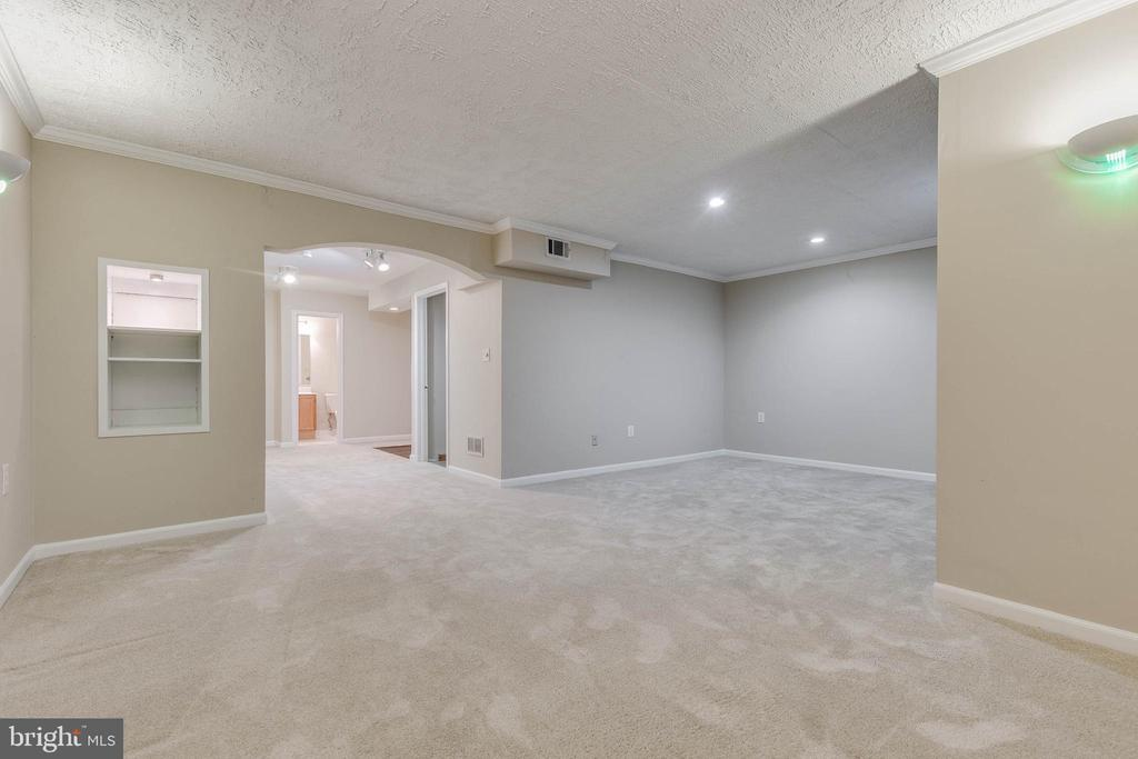 Large rec room space in lower level - 21825 FORMOSA SQ, STERLING