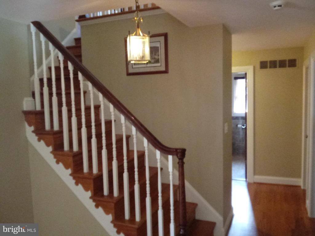 - 6914 SUMMERSWOOD DR, FREDERICK