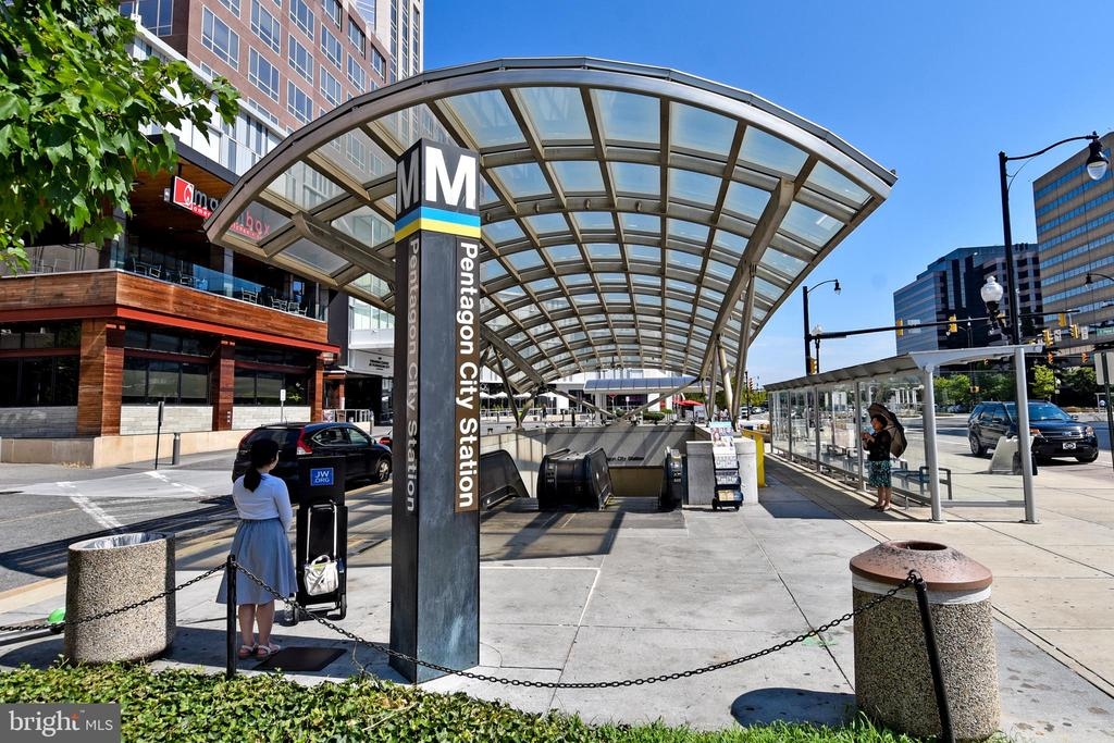 Walk to Pentagon City METRO Station - 1101 S ARLINGTON RIDGE RD #903, ARLINGTON