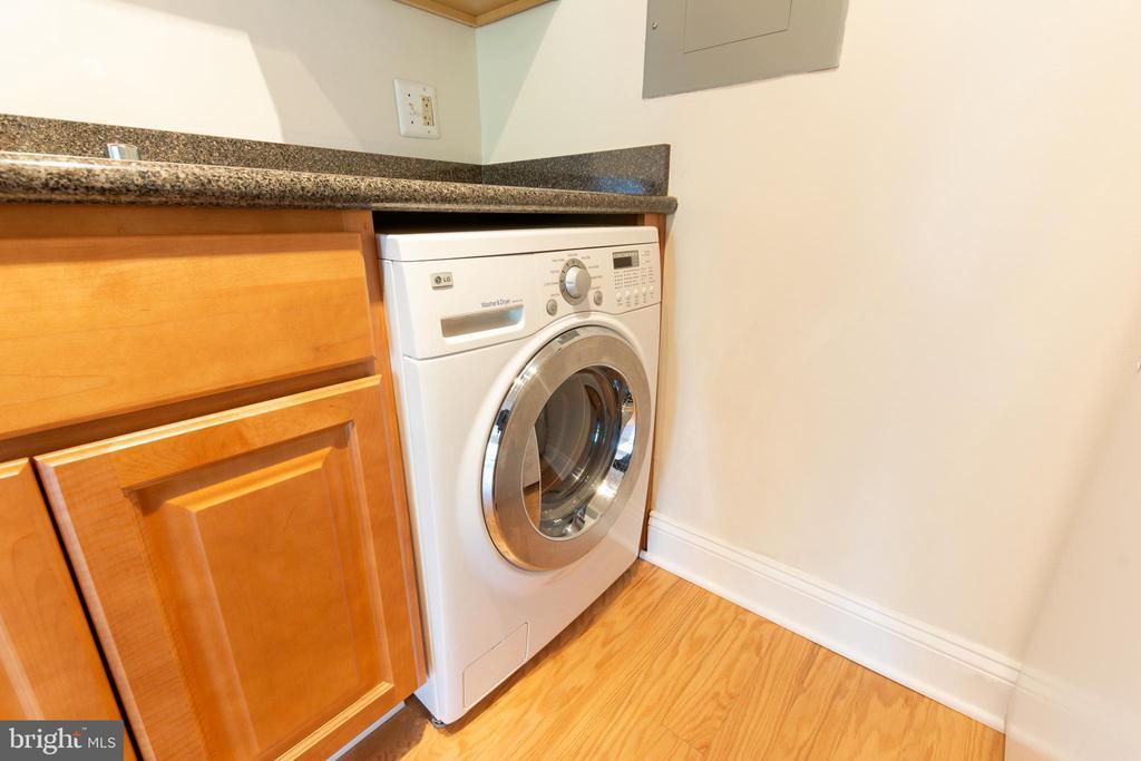 Washer / Dryer Combo - 1001 CHILLUM RD #317, HYATTSVILLE