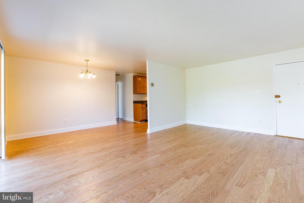 Master Bedroom - 1001 CHILLUM RD #317, HYATTSVILLE