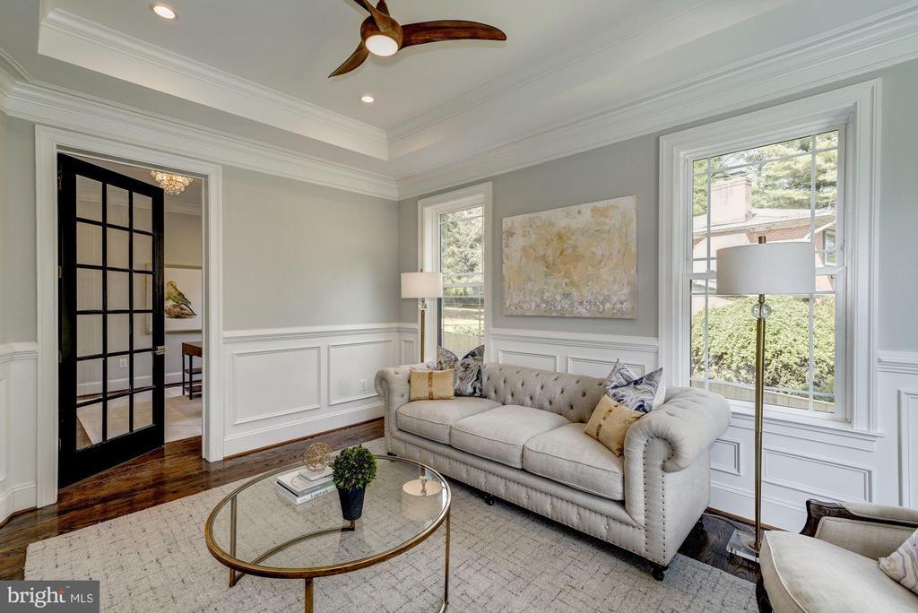 Living room with door to Office - 932 DEAD RUN DR, MCLEAN