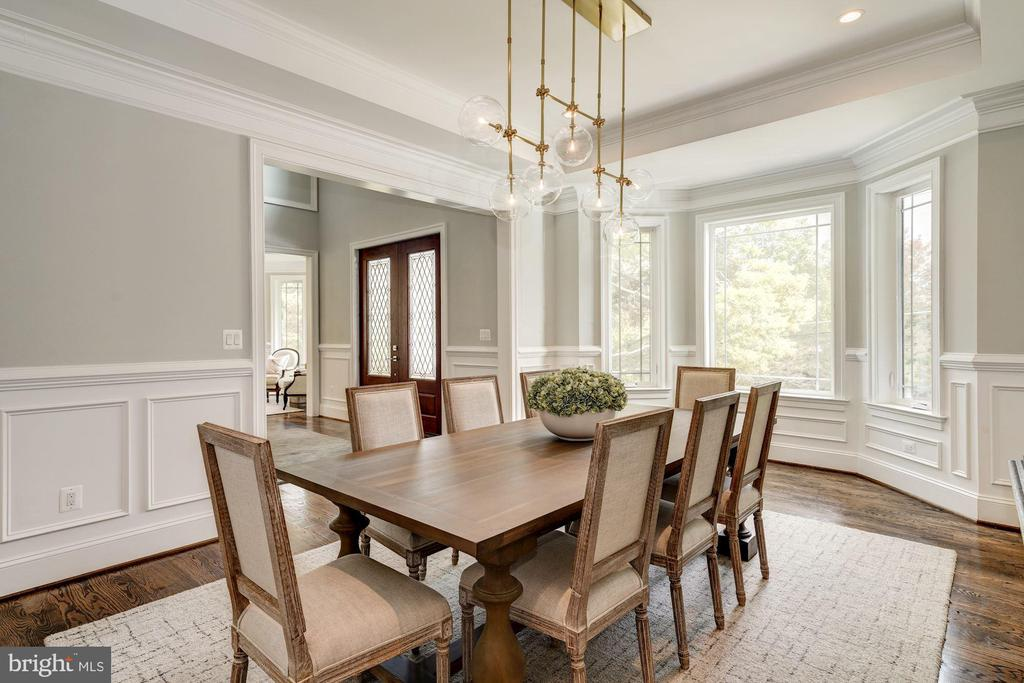 Dining room with tray ceiling - 932 DEAD RUN DR, MCLEAN